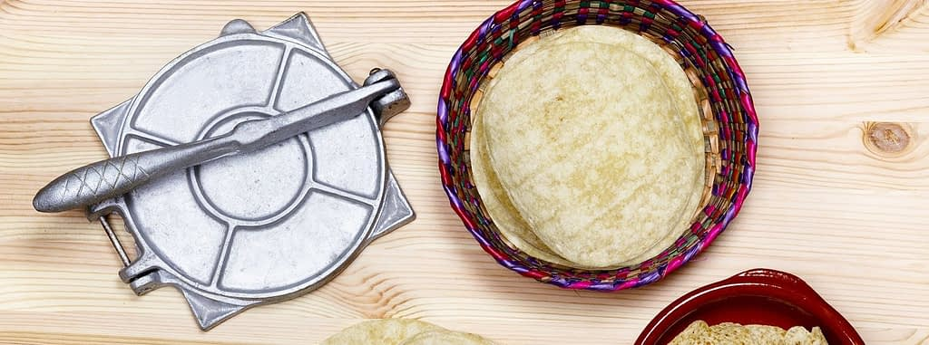 How to use tortilla press